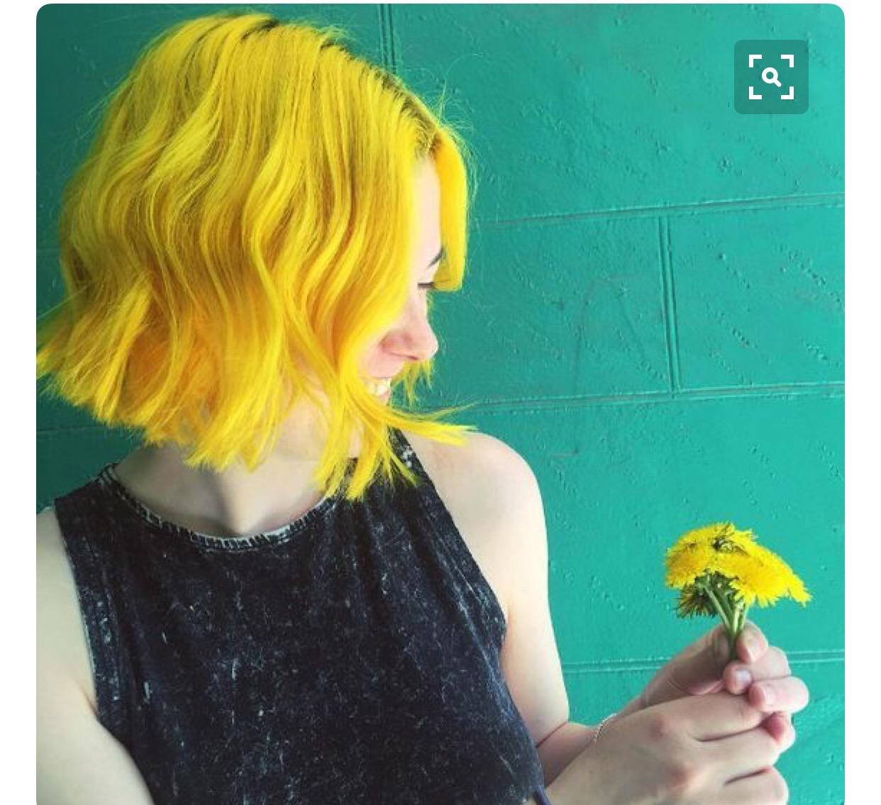 Желтые волосы у девушки фото